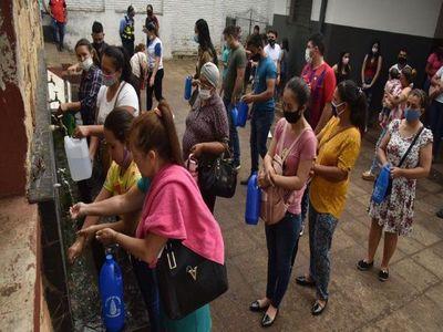 Iglesia concede peligroso tiempo a fieles para llevar agua del Pozo