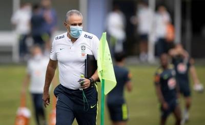 HOY / Brasil entrena a media marcha y sin mostrar su equipo titular