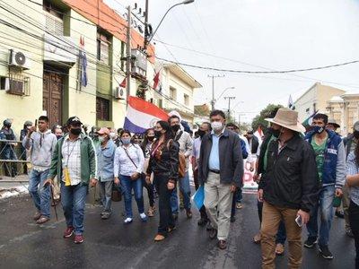 Campesinos marchan para reclamar incumplimiento de acuerdos