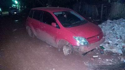 Abandonan vehículo denunciado como hurtado