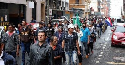 La Nación / Campesinos marchan nuevamente ante incumplimiento del Gobierno