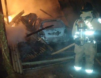 Fuego destruye un depósito y dos vehículos en Minga – Diario TNPRESS