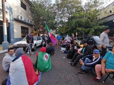 Tensión en marcha campesina en el centro de Asunción