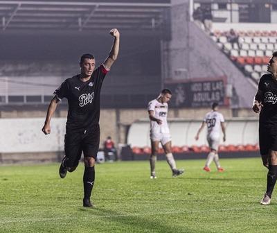 Libertad toma la punta del Torneo Clausura
