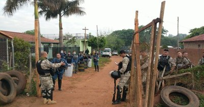 La Nación / Desalojan a más de 80 familias de un predio de Luque