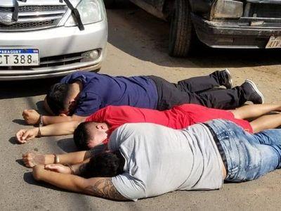 Policía captura a tres supuestos asaltantes en Trinidad