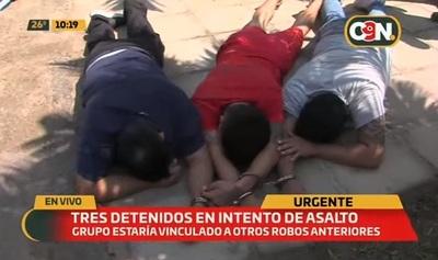 Frustran atraco tras detener a tres personas con orden de captura
