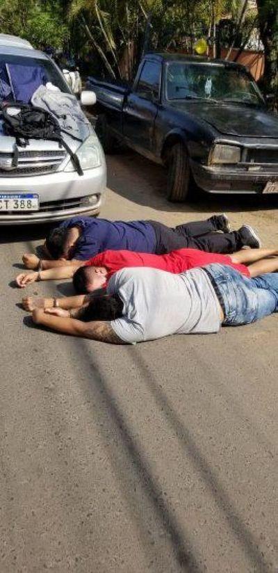 Policía captura a supuestos miembros de banda de asaltantes en Trinidad