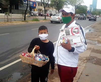 Humildes vendedores ambulantes lamentan que los micros les cierren las puertas