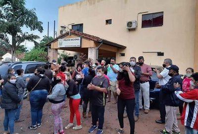 Protesta contra Blas Lanzoni en Ñemby termina con un detenido