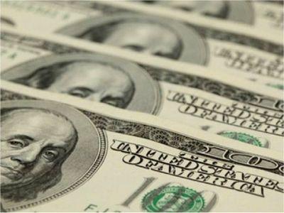 Joven encontró USD 500 en la calle y los devolvió a su dueño