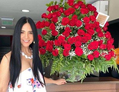 "Crónica / ""Tío Rolfi"" le mandó un feroz ramo de rosas a Norita Rodríguez"