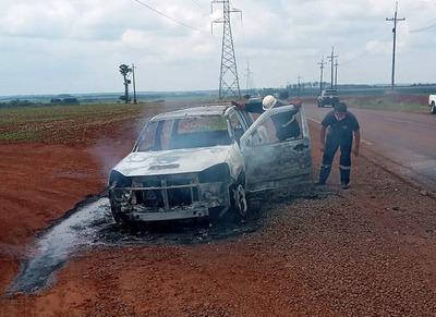 Desperfecto eléctrico causó incendio e hizo cenizas una camioneta 2017