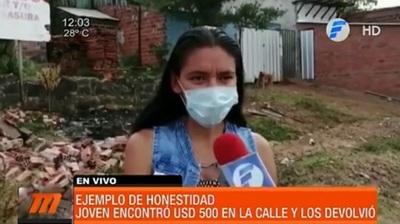 Joven vendedora devuelve USD 500 en Encarnación