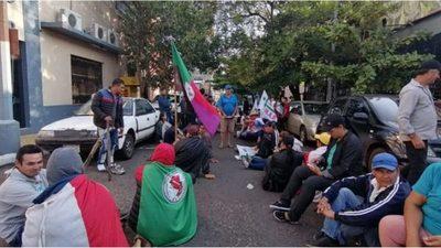 Campesinos exigen que el Gobierno cumpla con acuerdo firmado