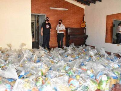 Gobernación de Itapúa entrega 500 kits de víveres a artistas