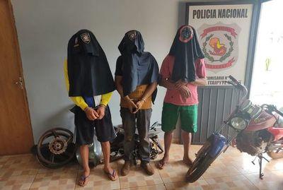 Detienen a tres presuntos motochorros y recuperan moto robada