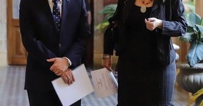 La Nación / Abdo designa a Castiglioni en el MIC y a Liz Cramer en la Itaipú