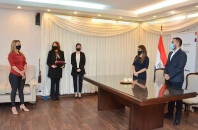 Más de 30 becas de estudios universitarios fueron entregadas al Ministerio de Justicia