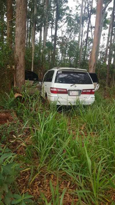 Abandonan camioneta de pareja asesinada