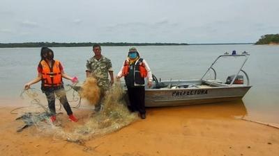 HOY / Fiscalizadores del MADES retiran redes y espineles de los ríos Paraguay y Paraná