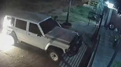 Desconocidos arrojaron bomba molotov contra la camioneta del concejal de Ñemby Javier Osorio