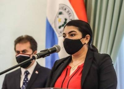 HOY / Viviana Casco asumió en la STP y prometió una mejor calidad del gasto público