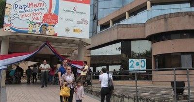 La Nación / Funcionarios del Registro Civil anuncian huelga general para el 25 de noviembre