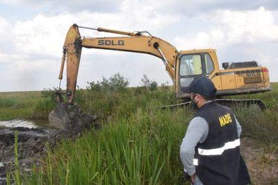 Cierran canales irregulares que desviaban agua del arroyo Yabebyry