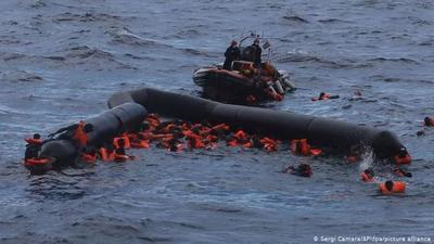 Al menos 74 migrantes muertos en naufragio ante costas libias