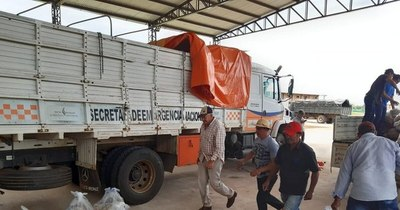 La Nación / Entregan más de 1.000 kits de alimentos a familias afectadas por temporal en Concepción