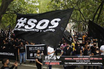 Bares y restaurantes de Medellín rechazan restricciones con velorio simbólico