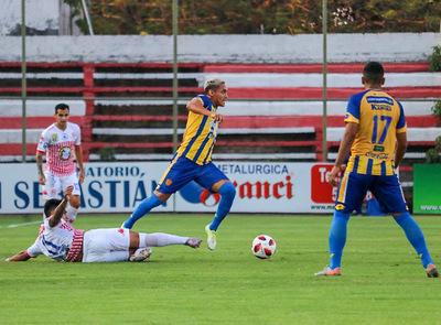 Fútbol paraguayo: Luqueño ganó con un golazo y Guaraní no pudo con dos hombres más
