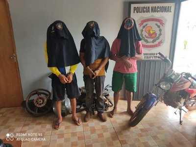 """Atrapan a tres sujetos que """"carnearon"""" una motocicleta"""