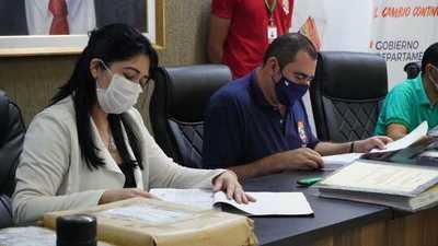 Apertura de sobres de oferentes para obras del polideportivo en Gobernación