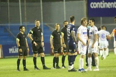 Un jugador de Nacional trató de 'ladrón' al árbitro Arnaldo Samaniego