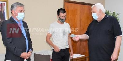 GOBERNACIÓN ENTREGA APORTE A PARA ACCESO AL AGUA EN LA CÍA. SAN ANTONIO DE SAN PEDRO DEL PNÁ.