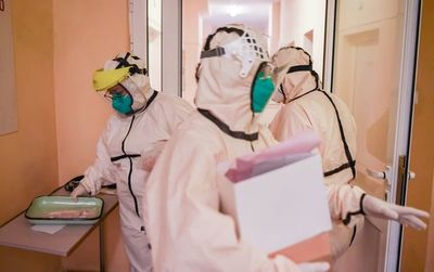 Casos globales ascienden a 52,1 millones, con 579.000 nuevos contagios
