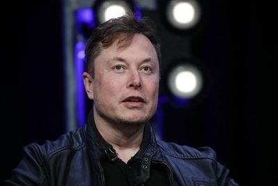 """Elon Musk: """"Algo extremadamente fraudulento está sucediendo. Me hice la prueba para covid cuatro veces hoy. Dos pruebas dieron negativo, dos dieron positivo"""""""