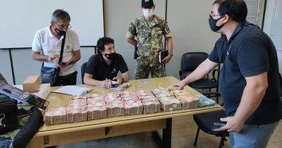 La Nación / Detienen en Aduana de Ciudad del Este a brasileño con unos 340 mil reales no justificados
