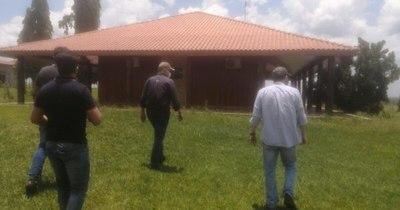 """La Nación / Senadores visitaron la estancia incautada del narco """"Cabeza Branca"""""""