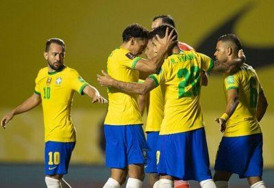 Brasil gana por la mínima y es puntero