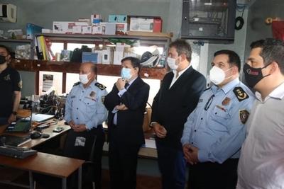 Euclides Acevedo visitó instalaciones de Iteligencia Policial en Naranjal