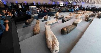 La Nación / Descubren más de cien sarcófagos intactos en Egipto