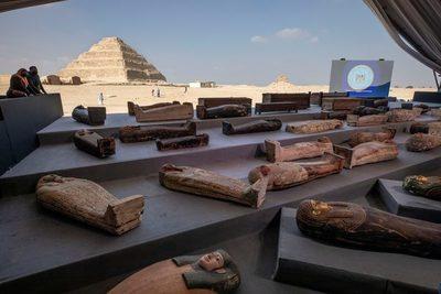 Impactante tesoro arqueológico: Egipto presentó más de 100 sarcófagos de 2.000 años de antigüedad en perfecto estado de conservación