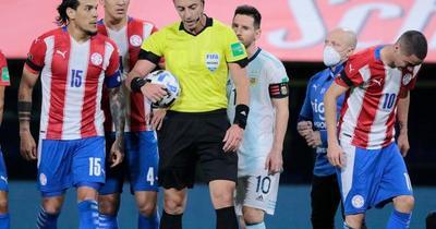 Análisis VAR en la falta a Romero y el gol anulado a Messi