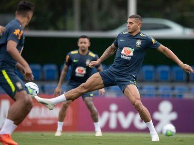 Brasil se entrena suave y ya piensa en Uruguay