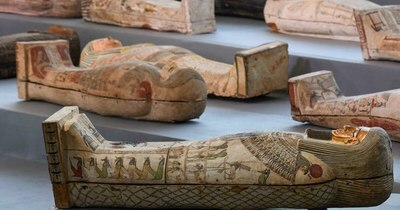 La Nación / Descubren en Egipto más de 100 sarcófagos intactos