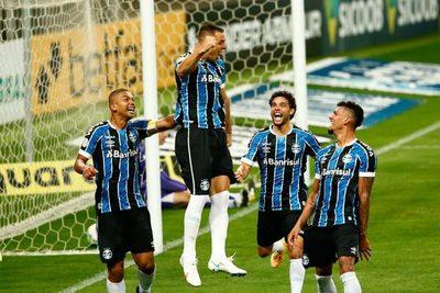 Gremio celebra el primer gol de Churín