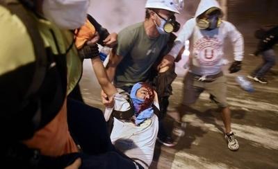 HOY / La democracia peruana se enfanga en una noche de sangre y muerte